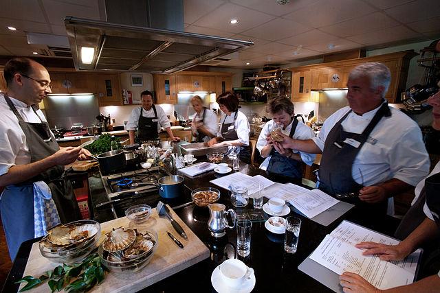 640px-Oxford_-_Chef_School_-_0433
